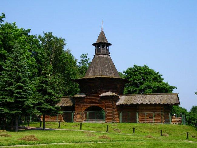 """Ставшая музеем в 1928 году, усадьба  """"Коломенское """" расположена на территории бывшей летней резиденции российских царей..."""