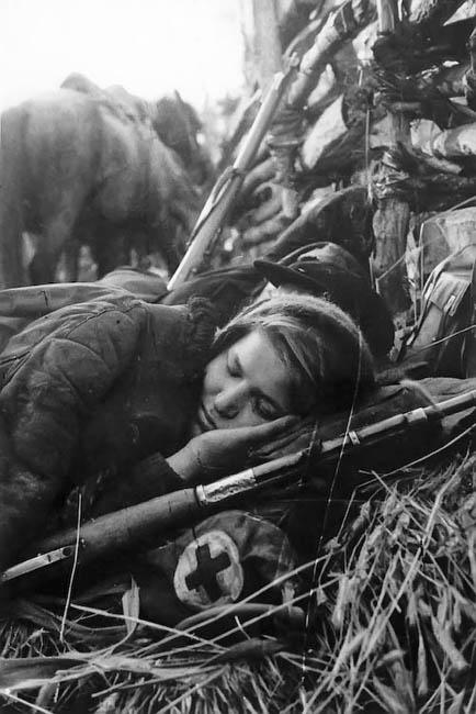 Спящая санинструктор.