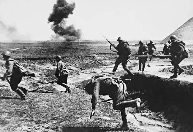 Гибель советского солдата во время атаки
