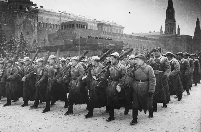 Военный парад на Красной площади, Москва, 7 ноября 1941 года
