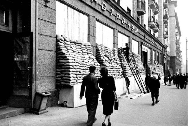 Вид улицы Горького в Москве. 1941 г.