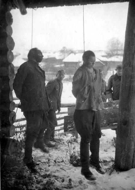 Казнь пленных красноармейцев. Псковская обл., 1942 г.