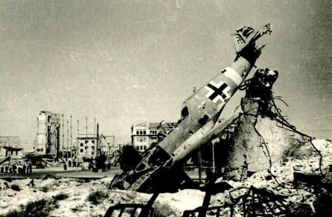 В центре Сталинграда, 1943 г.