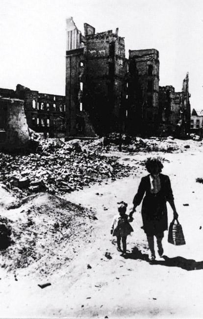 Первая весна после ужасных сражений, Сталинград, 1944 г. Автор съемки: Конов Л. И.