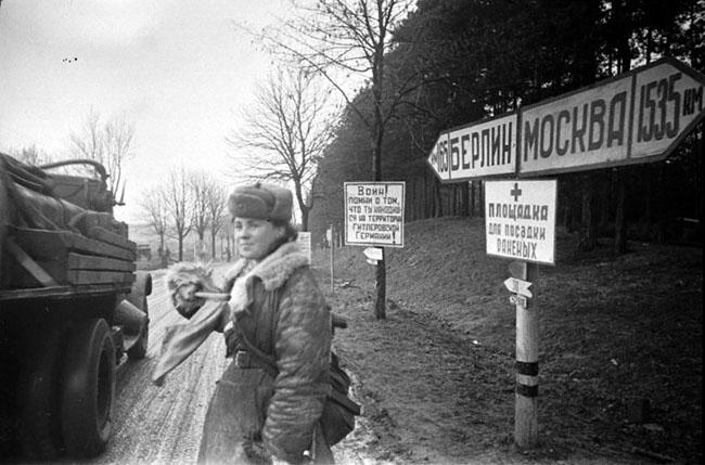 По дороге на Берлин. Германия, 1945 г. Автор съемки: Капустянский А. Б.