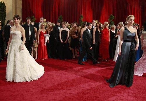 Оскар 2008 Пенесопа Крус и Кейт Уинслет позируют фотографам на красной ковровой дорожке