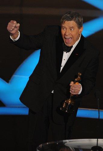 Оскар 2008 Лауреатом специального «Оскара» за активную гуманитарную деятельность стал Джерри Льюис, знаменитый американский режиссер, продюсер и телеведущий