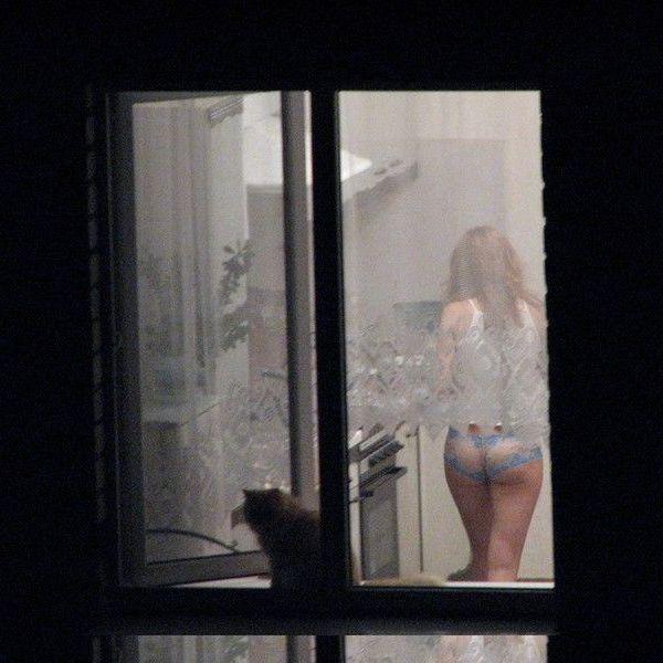 Соседка напротив