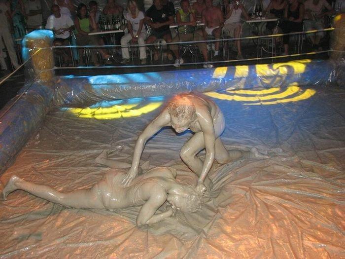 Женские грязевые бои