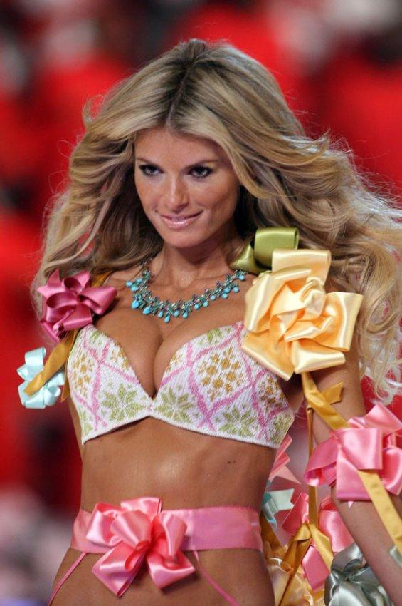 Victoria's Secret Fashion Show. Клик - следующее фото.