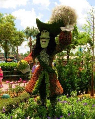 Диснеевские герои из растений