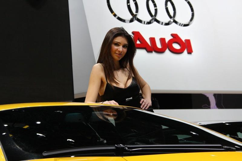 Девушки автосалона в Женеве