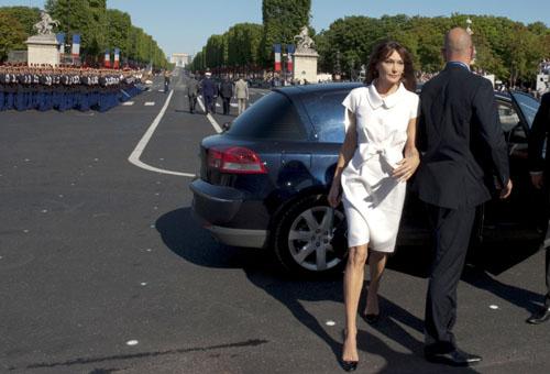 Парад в честь Дня взятия Бастилии Супруга президента Франции Карла Бруни-Саркози