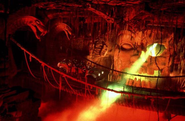 Диснейленд, его вчера и сегодня Поклонники «Индианы Джонса» могут отправиться в далекий 1935 год и осмотреть таинственный Храм Запретного Ока