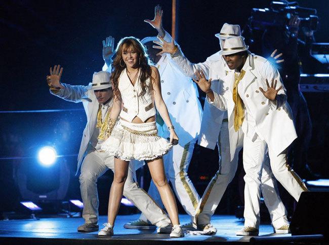 Диснейленд, его вчера и сегодня Певица Майли Сайрус на вечеринке по случаю своего шестнадцатилетия в Диснейленде, октябрь 2008