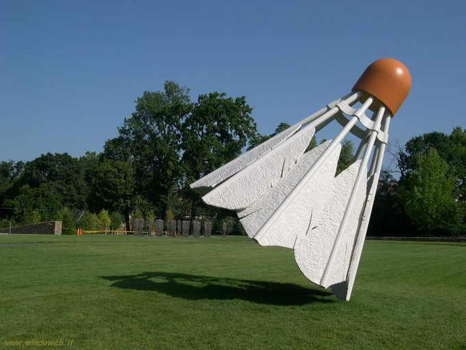 Гигантские скульптуры Claes Oldenburg