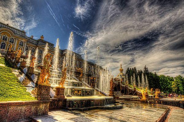 Красивейшие фонтаны мира Фонтан Самсон - центральный фонтан дворцово-паркового ансамбля «Петергоф» в Санкт-Петербурге