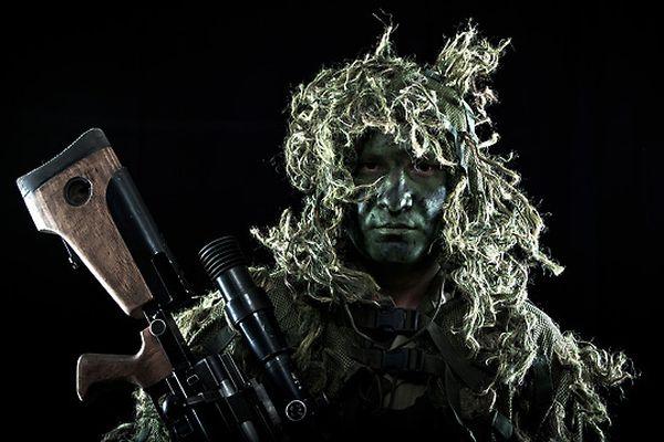 Французский Легион В Легионе обучают всему, что может пригодиться солдату в бою, в том числе и искусству маскировки.