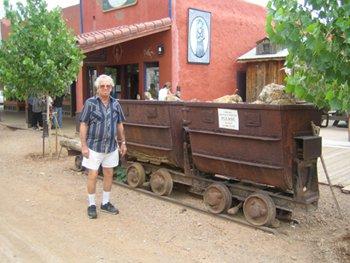 Тумстоун – легенда Дикого Запада Старые вагонетки для транспортировки руды