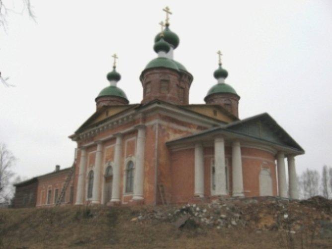 Олонец - древнейший город Карелии Церковь Иконы Смоленской Божьей Матери построена в стиле классицизма