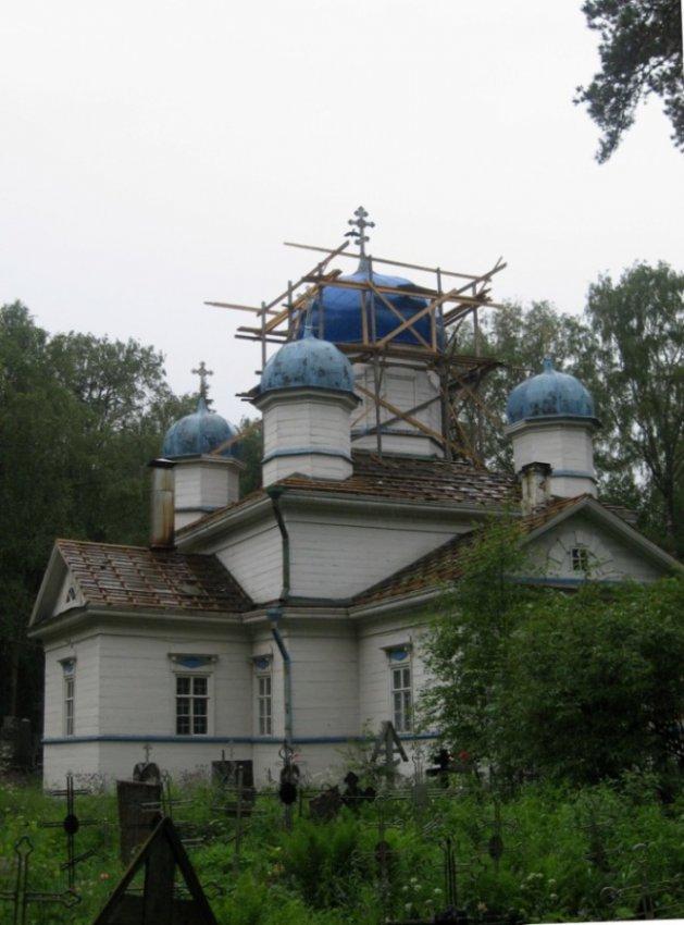 Олонец - древнейший город Карелии В деревне Кунелица реконструируется пятиглавая кладбищенская Успенская церковь