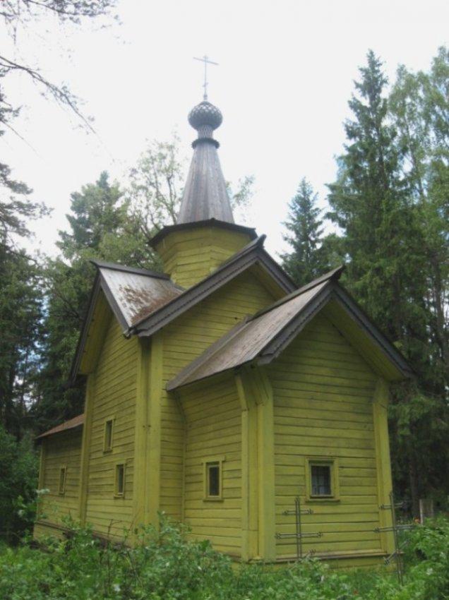 Олонец - древнейший город Карелии Небольшая деревянная церковь Флора и Лавра - одна из древнейших в Карелии