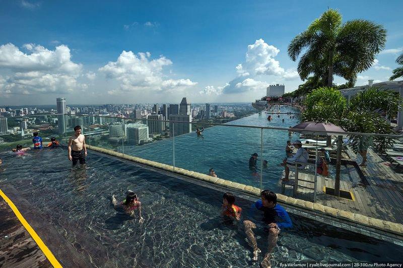 Отель Marina Bay Sands, бассейн под облаками Есть отсек для детей