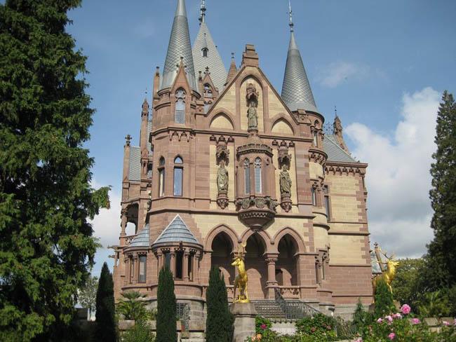 Необычный сказочный дворец в Германии