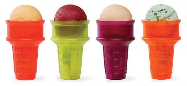 Интересные изобретения Стаканчик для мороженого на моторчике. Моторчик вращает шарик мороженого, так что вам больше не придется вертеть его туда-сюда, чтобы успеть съесть со всех сторон, пока оно не растаяло.