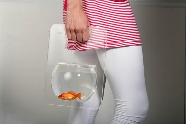 Интересные изобретения Переносной аквариум. Ну мало ли, может, решили взять с собой рыбку в отпуск.