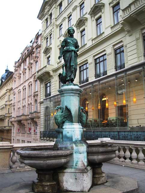 Музеи и достопримечательности Вены От этого изящного фонтанчика начинается лестница Филлградерштиге