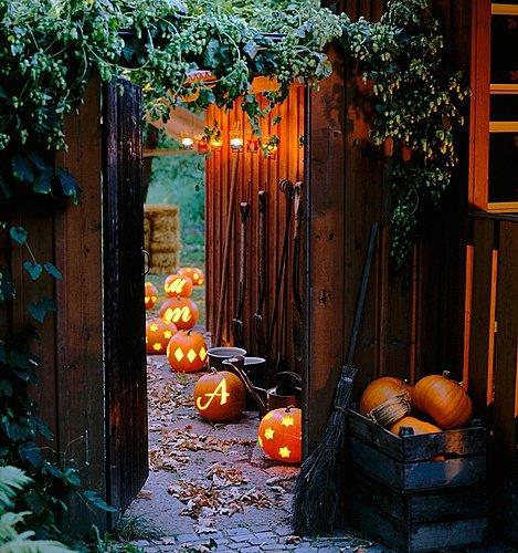 Как украсить дом к Хэллоуину
