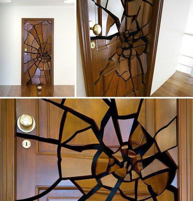 Креативные вещички Разрисованная дверьв