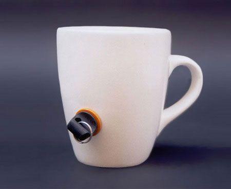 Креативные вещички Если хранить заглушку в секретном месте, то вашей кружкой точно никто не сможет воспользоваться.