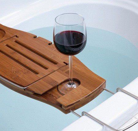 Креативные вещички Полка для комфортного времяпровождения в ванной.