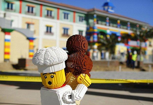 В Калифорнии строится отель в стиле Lego Lego-повар с мороженным на территории отеля.