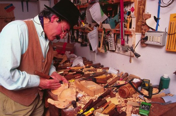 Венецианский художник творит мир из одного лишь дерева