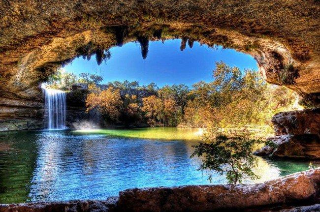20 мест на планете, в существование которых трудно поверить Озеро Hamilton Pool, США