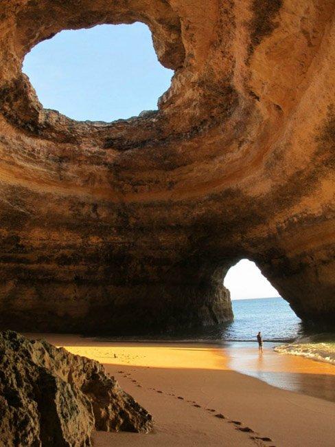 20 мест на планете, в существование которых трудно поверить Пещера на пляже, Алгарве, Португалия