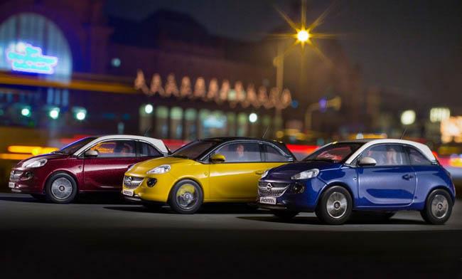 Компакт-кар. Немцы устроили фотосессию игрушечному Opel Adam