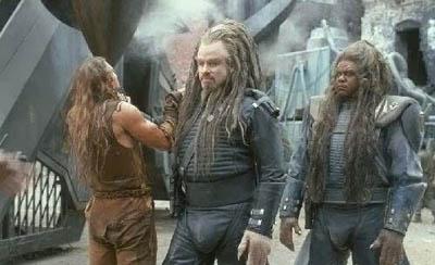 25 грандиозных кинопровалов  Поле битвы - Земля, 2000 год, бюджет $73 миллиона , сборы $21, 5 миллиона