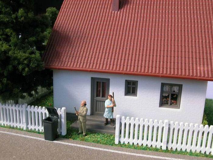 Жесть в миниатюре