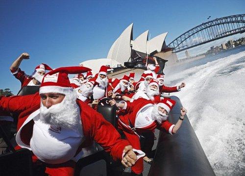 Лучшие Рождественские фотографии Санта-Клаусы катаются на высокоскоростной лодке Adrenalin High Speed Boat в порту Сиднея