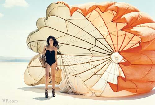Лучшие фото года. Vanity Fair Сэльма Блэр. Photograph by Norman Jean Roy; styled by Jessica Diehl