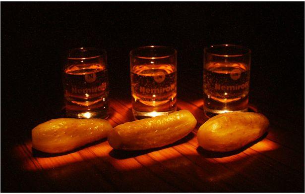 Бутылка водки и хвост селедки