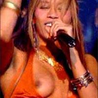 Финалистка Евровидения обнажила грудь