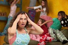 Чем занять детей на зимних каникулах? Устроить праздник непослушания!
