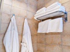 Как безопасно сделать ванную комнату удобной?