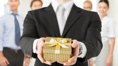 Что дарить сотрудникам на корпоративных мероприятиях и на праздники? Унифицированный подход