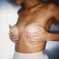 Итальянские выпускницы хотят в подарок новую грудь